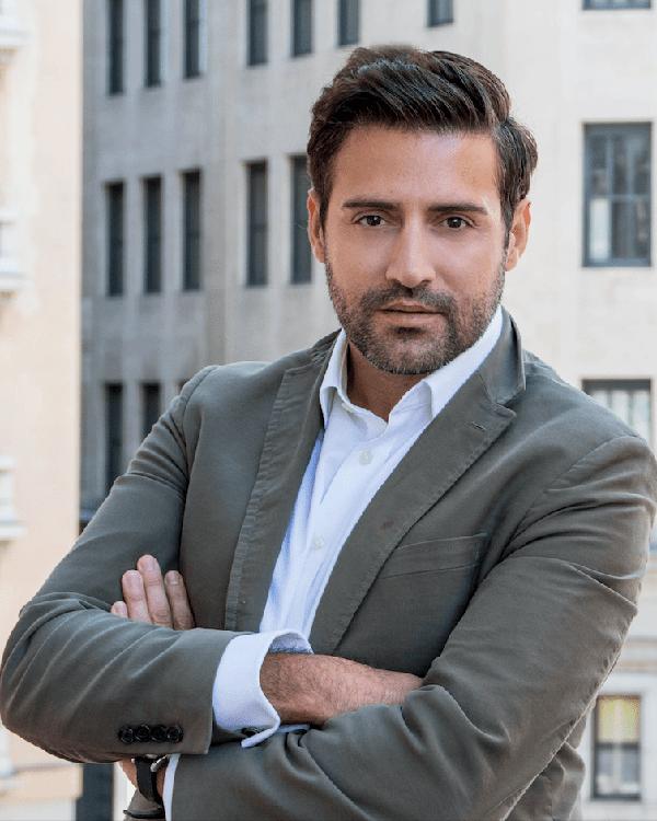 Víctor Cobos